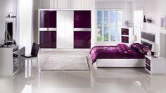 Mor yatak odası dekorasyonu ile yatak odanızı şenlendirin Günün büyük bir bölümünü geçirdiğimiz yatak odalarımız dekorasyon olarak çok özel alanlar olmakla birlikte aksesuarlarla desteklendiğinde çok daha şık bir hal alabiliyor.
