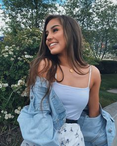 Cute Instagram Pictures, Cute Poses For Pictures, Instagram Pose, Instagram Girls, Picture Poses, Instagram Photo Ideas, Picture Outfits, Cute Girl Poses, Senior Pictures