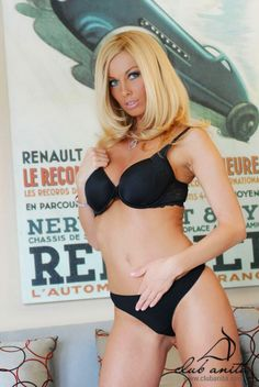 Hot Chick of the Day - September 2, 2015