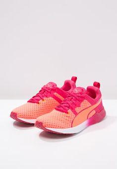 Fitness & Entraînement Puma PULSE XT CORE - Chaussures d'entraînement et de fitness - fluo peach/rose red/white corail: 40,00 € chez Zalando (au 11/09/16). Livraison et retours gratuits et service client gratuit au 0800 915 207.