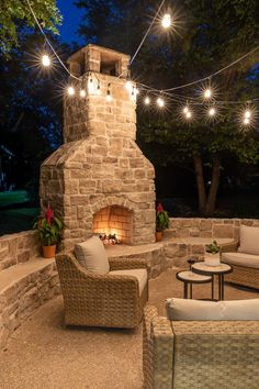 Outdoor fireplace with bench seating by Jen Woodhouse #outdoorfireplace #outdoorliving #outdoorspace #patiomakeover #patio #backyard #fireplace Outdoor Fireplace Patio, Outdoor Fireplace Designs, Fireplace Garden, Outside Fireplace, Cabin Fireplace, Backyard Patio Designs, Backyard Landscaping, Patio Ideas, Backyard Ideas
