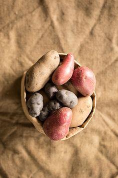 Ensalada de patata con pesto suave de albahaca, cromoterapia en la mesa