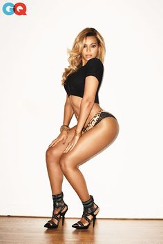 ,Beyonce covers the latest issue of GQ magazine. Dressed in both football and glamorous outfit, Beyonce looks just stunning in the photos captured by the great Beyonce 2013, Rihanna, Beyonce Et Jay Z, Beyonce Knowles, Beyonce Show, Beyonce Body, Curvy Women, Sexy Women, Sexy Poses