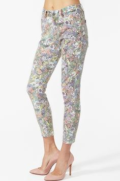 these are some CAYYYUTE floral run down skinny jeans gotta get me some!! sadly it's so expensive WHY?