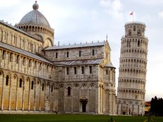 leaning tower of Pisa, Italy √