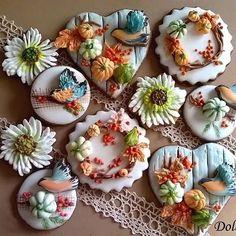 """Last year... """"Scent of autumn"""" #decoratedcookies #biscottidecorati #ghiacciareale #galletasdecoradas #flodolceflo #autumncookies #birdcookies #cookiesdesign"""
