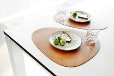 Curve L Bordbrikke 37x44cm, Bull White - Lind DNA @ RoyalDesign.no Dna, Plates, Shoppa, Tableware, Kitchen, Design, Products, Licence Plates, Dishes