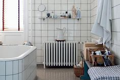 Original bathroom from Home at Danish designer Naja Lauf. Love the floor. Bathroom Inspiration, Simple Bathroom, White Tiles, Retro Bathrooms, Laundry In Bathroom, Interior Design Inspiration, Home, Interior, Mid Century House