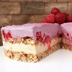 Raw cheesecake with raspberry Ben & Jerry's style! Raw Food Recipes, Sweet Recipes, Cake Recipes, Snack Recipes, Dessert Recipes, Snacks, Healthy Sweets, Healthy Baking, Raw Cheesecake