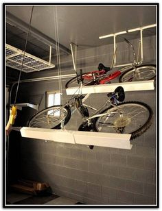 diy ceiling bike rack for garage rangement bricolage et maisons. Black Bedroom Furniture Sets. Home Design Ideas