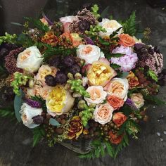 .@sunny_marlee | К кому-то завтра поедет большая корзина леса и садовых роз:) #floraldesign #f... | Webstagram