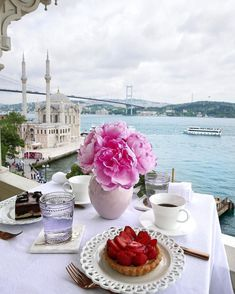 Crate and Barrel matched up with a coffee break against spectacular Istanbul . Coffee Break, Coffee Time, Morning Coffee, Wonderful Places, Beautiful Places, Honeymoon Style, Istanbul Travel, Travel Tours, Travel Hacks