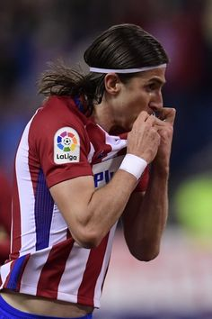 Atletico Madrid's Brazilian defender Filipe Luis celebrates after scoring during the Spanish league football match Club Atletico de Madrid vs Real Sociedad at the Vicente Calderon stadium in Madrid on April 4, 2017. / AFP PHOTO / JAVIER SORIANO