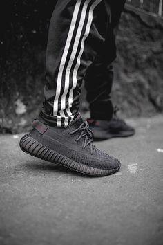 Cute Nike Shoes, Cute Nikes, Yeezy 350 V2 Black, Yeezy Outfit, Adidas Yeezy 350 V2, Streetwear, Hype Shoes, Yeezy Shoes, Adidas Fashion