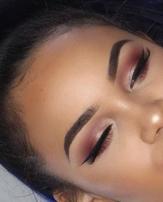 Makeup - Orange & Silver Smokey Eyeshadow with Black Winged Eyeliner & Mascara Pretty Makeup, Love Makeup, Makeup Inspo, Eyeliner, Mascara, Beauty Make-up, Beauty Hacks, Black Beauty, Kiss Makeup