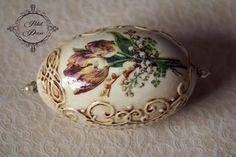 SONY DSC Egg Crafts, Easter Crafts, Egg Rock, Carved Eggs, Decoupage Art, Egg Designs, Faberge Eggs, Egg Art, Egg Decorating