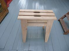 zaagbok van kastanjehout te gebruiken als kruk/tafel