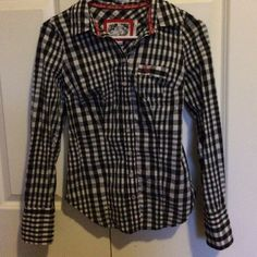 Gorgeous Guess button-up! Stretchy, very flattering cut, worn only twice Guess Tops Button Down Shirts