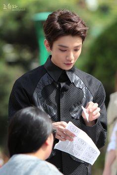 –Hong Jisoo–