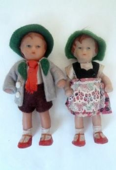 Ancienne poupée ARI - lot de 2 - fille et garçon - 8,5 cm de hauteur - TBE
