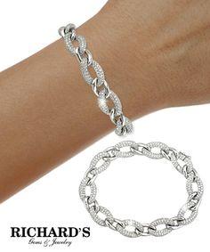 Oval link diamond bracelet in 18k white gold