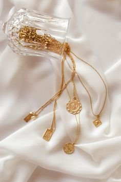 Cream Aesthetic, Gold Aesthetic, Classy Aesthetic, Dainty Jewelry, Cute Jewelry, Silver Jewelry, Handmade Jewelry, Jewelry Photography, Fashion Photography