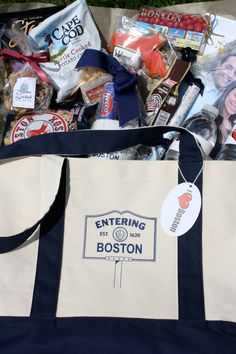 Local-themed Out of Town Bags for hotel guests. LOVE the reusable bag idea 🙂 S… Local-themed Out of Town Bags for hotel guests. LOVE the reusable bag idea :] See more ideas at Wediquette and Parties: Out of Town Hotel Bags for Overnight Guests Wedding Gift Bags, Wedding Gifts For Guests, Wedding Welcome Bags, Beach Wedding Favors, Nautical Wedding, Bridal Shower Favors, Diy Wedding, Wedding Ideas, Wedding Souvenir
