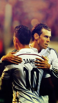 James Rodríguez and Gareth Bale Best Football Team, Football Stuff, Football Soccer, College Football, Hockey, James Rodriguez Wallpapers, Real Madrid, Making The Team, European Soccer