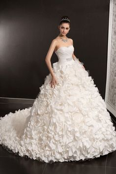 Luxury Floral Ruffled Ball Gown Taffeta Wedding Dress Chapel Train #Vintage Wedding Dress#