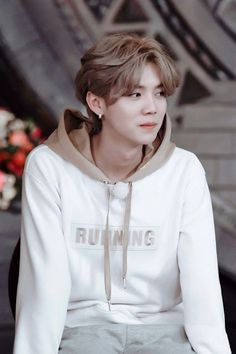 Luhan Exo Most Famous Images Luhan Exo, Tao Exo, Exo Ot12, Leda Muir, Scene Hair, Protective Styles, Kpop, Chen, Locs