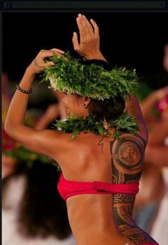 Hula Dancer; motivation to tone my back! Mostly because I love her tattoo and now I want to get my idea inked!❤️