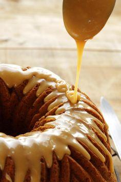 Pumpkin Spice Cake with Brown Sugar Caramel Glaze ~ Living on Cookies Caramel Bundt Cake Recipe, Caramel Glaze Recipe, Glazed Icing Recipe, Pumpkin Birthday Cakes, Pumpkin Bundt Cake, Pumpkin Spice Cake, Homemade Cake Recipes, Pumpkin Recipes, Brown Sugar Frosting