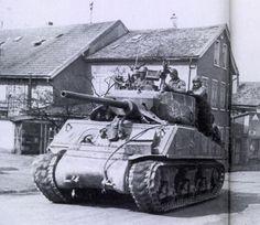 Sherman Jumbo HVSS (horizontal-volute suspension system).