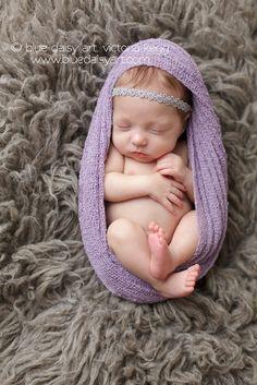 Minus headband and different color wrap for baby brother :) Foto Newborn, Newborn Posing, Newborn Baby Photography, Newborn Session, Baby Girl Newborn, Newborn Photographer, Children Photography, Photography Portraits, Girl Photography