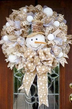 DIY Décor: Best Ideas For Christmas Burlap Wreath décor for door or wall for winter and this holiday season. Burlap Crafts, Wreath Crafts, Diy Wreath, Holiday Crafts, Wreath Ideas, Snowman Wreath, Wreath Burlap, Burlap Ribbon, Christmas Mesh Wreaths