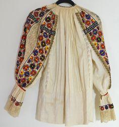 FABULOUS VINTAGE ANTIQUE SERBIAN FOLK COSTUME SHIRT NN60 Costume Shirts, Costumes, Costume Patterns, Serbian, Folk Costume, Fashion Sewing, Vintage Antiques, Kimono Top, Lace