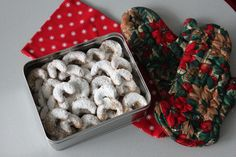 If I had to think of only one Christmas cookie recipe that is typically Austrian, it would be vanilla crescents or 'Vanillekipferl' as we call them in Austria. Crescent Cookies, Crescent Recipes, Crescents, Vanilla Sugar, First Christmas, Tray Bakes, Vegan Vegetarian, Christmas Cookies, Cookie Recipes