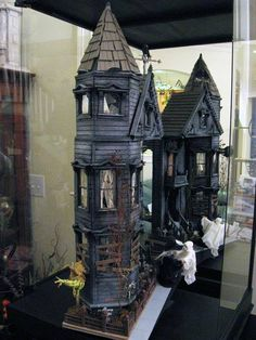 Haunted house dollhouse TOO cool!
