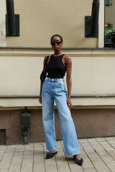 The Casual Summer Outfit Formula We Love Stylish Way to Wear Wide-Leg Jeans for Summer — Sylvie Mus Style Street Style Vintage, Best Street Style, Street Style Outfits, Outfit Jeans, Denim Outfits, Fashion Outfits, Jeans Outfit Summer, Summer Denim, Travel Outfits