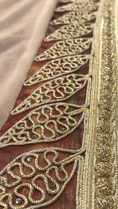 Border Embroidery Designs, Hand Work Embroidery, Gold Embroidery, Embroidered Lace, Bargello Patterns, Crochet Patterns, Crazy Quilting, Motif Soutache, Smocking Tutorial
