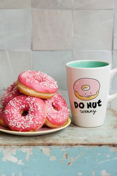 hehe I want the cup and the donuts. I'm cravin' some donuts right now. Cake Pops, Doughnut, Love Food, Great Recipes, Cravings, Sweet Tooth, Muffins, Sweet Treats, Food Porn