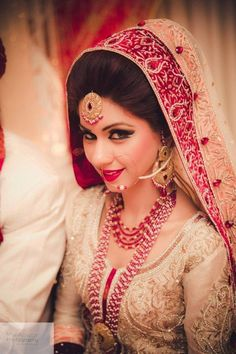 Try these stunning Pakistani bridal hairstyle for your wedding and get a unique…