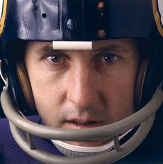 """Hall of Fame quarterback Fran Tarkenton, who made nine Pro Bowls in his career, turned 77 years old on Feb. Here are some classic SI photos of """"The Scrambler. Equipo Minnesota Vikings, Minnesota Vikings Football, Best Football Team, Football Photos, Football Memes, National Football League, Nfl Football, Football Players, Football Stuff"""