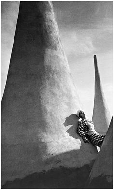 "Kinda like Salvador Dali paintings. ""Fashion photo by Jeanloup Sieff, Harper's Bazaar, via Magnum Photos, Jean Loup Sieff, Vintage Photography, Fashion Photography, Salvador Dali Paintings, Work In New York, French Photographers, Wide Angle Lens, Editorial Fashion"