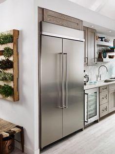 Refrigerator Cabinet, Built In Refrigerator, Side By Side Refrigerator, Stainless Steel Refrigerator, Design Lounge, Design Design, Kitchen Aid Appliances, Stainless Steel Kitchen Appliances, Kitchen Cabinets
