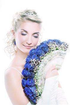 Blue wedding flowers-in a fan bouquet #wedding #luxurywedding #martrimonio #boda #casamento #mariage #nuptials #bride #bridal #sposa #noiva #novia #groom #sposo #noivo #novio