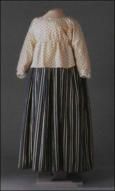 18th century short gown. Utilitarian clothing for most women, worn with a corset and a petticoat