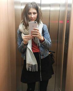 Klamotten heute aka. OOTD. Mehr auf Snapchattt!!! (Username:heynaemora) Go go   #selfie #elevatorselfie #germanblogger #blogger_de #fashionblogger #aufzugselfie #andotherstories #hm #fashion #schal #jeansjacke #rock #wildleder #ootd #leatherbag #iphone6splus #ledertasche #lifestyleblogger #tasche #handtasche #schultertasche