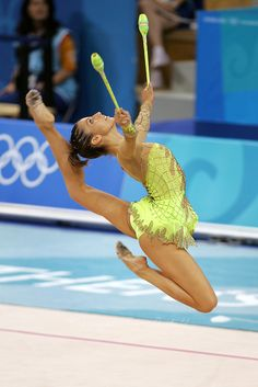 Almudena Cid of Spain stag leaps with clubs at 2004 Athens Olympic Games during qualifications on August 2006 at Athens, Greece. (Photo by Tom Theobald) Rhythmic Gymnastics Training, Gymnastics Stretches, Gymnastics Workout, Gymnastics Gifts, Gymnastics Photos, Gymnastics Photography, Rhythmic Gymnastics Leotards, Amazing Gymnastics, Artistic Gymnastics