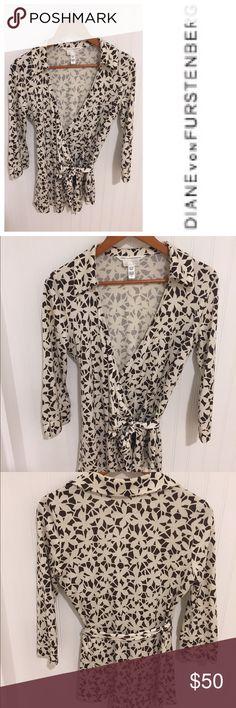 Diane Von Furstenberg Pea in The Pod maternity top Size medium. 100% silk. Wrap style. Stylish and comfortable. Diane von Furstenberg Tops Blouses
